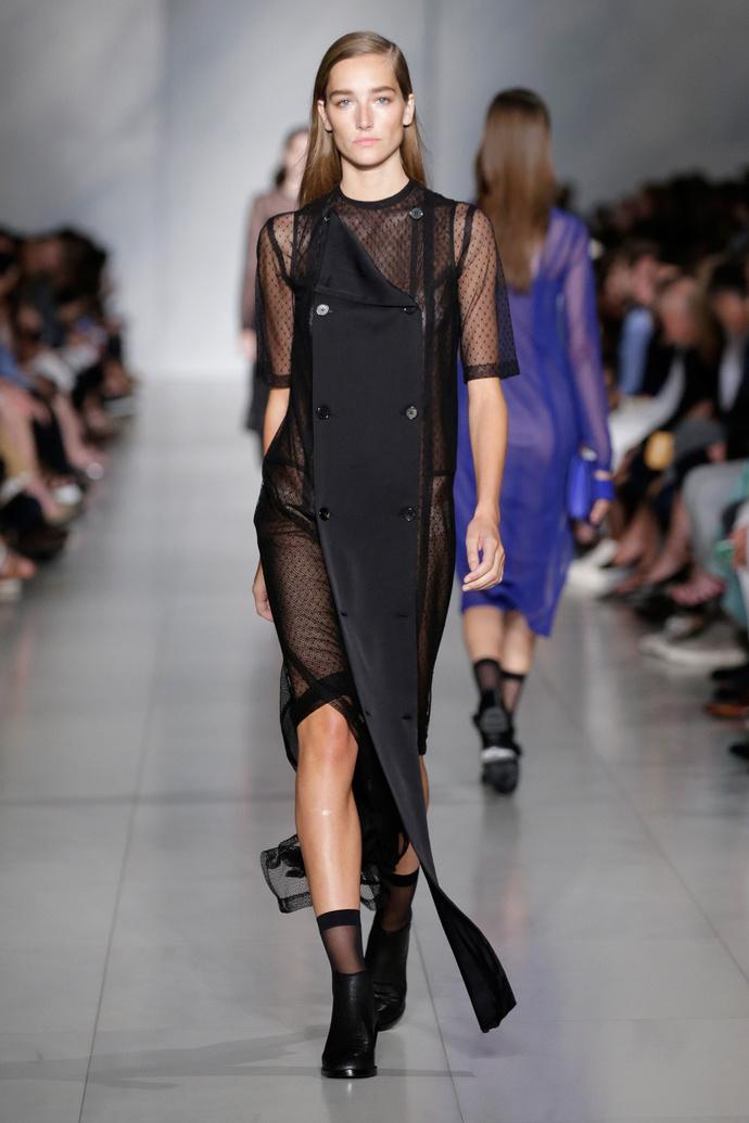 Показ весенне-летней коллекции DKNY на Неделе моды в Нью-Йорке