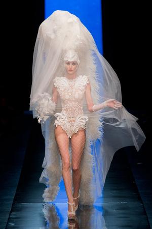 Показ Jean Paul Gaultier коллекции сезона Весна-лето 2014 года haute couture - www.elle.ru - Подиум - фото 575201