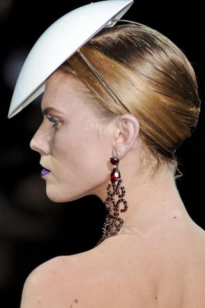 Показ Giorgio Armani Privé коллекции сезона Весна-лето 2011 года Haute couture - www.elle.ru - Подиум - фото 215613