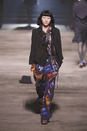 Показ Vivienne Westwood коллекции сезона Осень-зима 2010-2011 года prêt-à-porter - www.elle.ru - Подиум - фото 155621