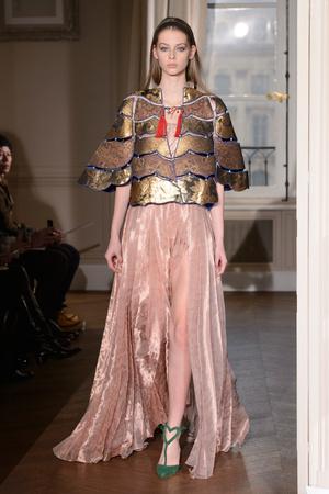 Показ Schiaparelli коллекции сезона Весна-лето  2017 года haute couture - www.elle.ru - Подиум - фото 616353