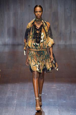 Показ Gucci коллекции сезона Весна-лето 2015 года prêt-à-porter - www.elle.ru - Подиум - фото 588725