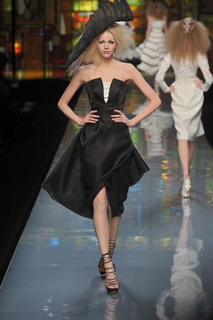Показ Christian Dior коллекции сезона Весна-лето 2009 года Haute couture - www.elle.ru - Подиум - фото 86400