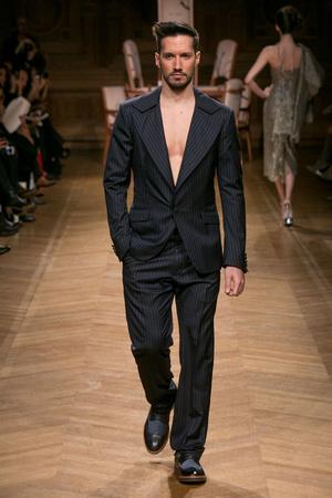 Показ Eric Tibusch коллекции сезона Весна-лето 2014 года haute couture - www.elle.ru - Подиум - фото 574883