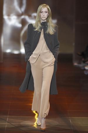 Показ Giorgio Armani Privé коллекции сезона Осень-зима 2010-2011 года haute couture - www.elle.ru - Подиум - фото 167647