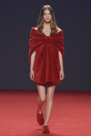Показ Viktor & Rolf коллекции сезона Осень-зима 2014-2015 года Haute couture - www.elle.ru - Подиум - фото 585193