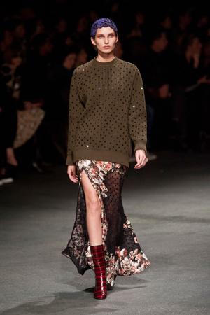 Показ Givenchy коллекции сезона Осень-зима 2013-2014 года Prêt-à-porter - www.elle.ru - Подиум - фото 543168