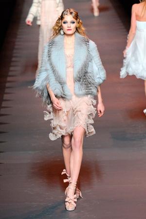 Показ Christian Dior коллекции сезона Осень-зима 2011-2012 года prêt-à-porter - www.elle.ru - Подиум - фото 252106