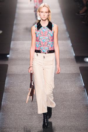 Показ Louis Vuitton коллекции сезона Весна-лето 2015 года Prêt-à-porter - www.elle.ru - Подиум - фото 592600