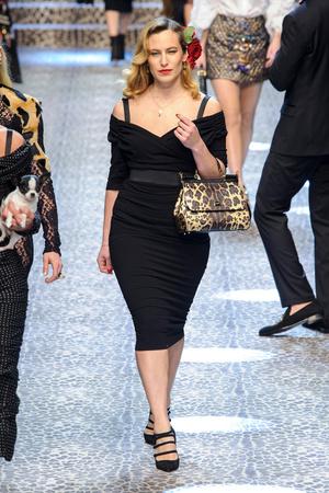 Показ Dolce & Gabbana коллекции сезона Осень-зима 2017-2018 года Prêt-à-porter - www.elle.ru - Подиум - фото 619371