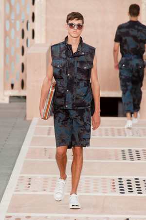 Показ Louis Vuitton коллекции сезона Весна-лето 2014 года Men prêt-à-porter - www.elle.ru - Подиум - фото 556980