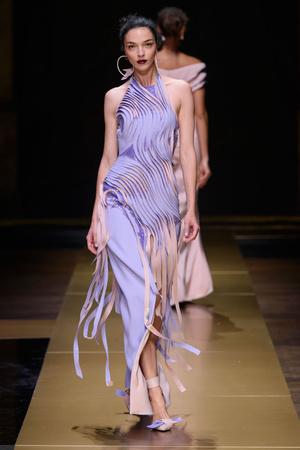 Показ Atelier Versace коллекции сезона Осень-зима 2016-2017 года Haute couture - www.elle.ru - Подиум - фото 606835