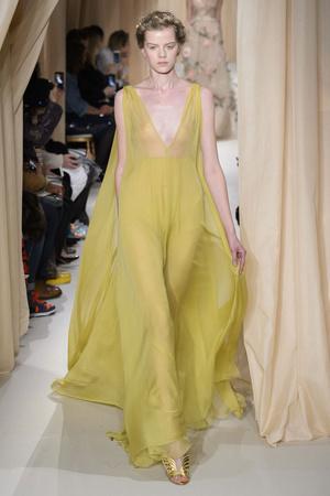 Показ Valentino коллекции сезона Весна-лето 2015 года haute couture - www.elle.ru - Подиум - фото 593297