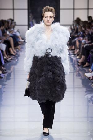 Показ Armani Prive коллекции сезона Осень-зима 2016-2017 года Haute couture - www.elle.ru - Подиум - фото 607142