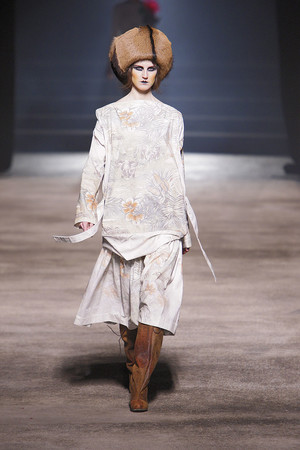 Показ Vivienne Westwood коллекции сезона Осень-зима 2010-2011 года prêt-à-porter - www.elle.ru - Подиум - фото 155622
