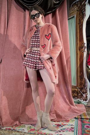 Показ Alice Olivia by Stacey Bendet коллекции сезона Осень-зима 2017-2018 года prêt-à-porter - www.elle.ru - Подиум - фото 617652