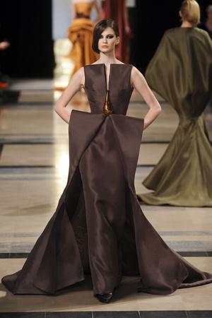 Показ Stephane Rolland коллекции сезона Весна-лето 2011 года Haute couture - www.elle.ru - Подиум - фото 215995