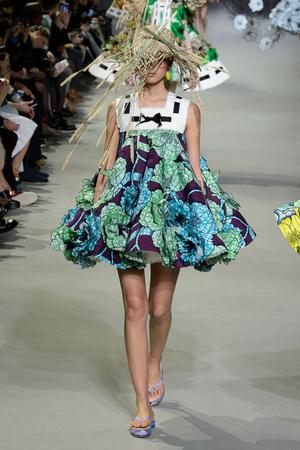 Показ Viktor & Rolf коллекции сезона Весна-лето 2015 года Haute couture - www.elle.ru - Подиум - фото 593333