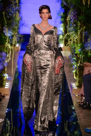 Показ Guo Pei  коллекции сезона Осень-зима 2017-2018 года Haute couture - www.elle.ru - Подиум - фото 623930