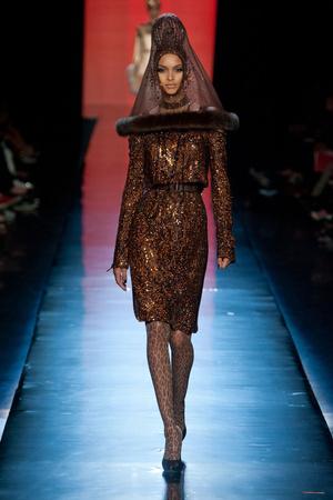 Показ Jean Paul Gaultier коллекции сезона Осень-зима 2013-2014 года Haute couture - www.elle.ru - Подиум - фото 556236