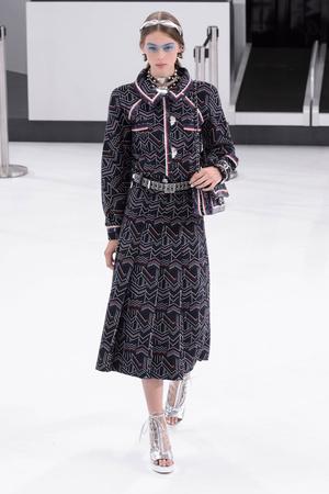 Показ Chanel коллекции сезона Весна-лето  2016 года Prêt-à-porter - www.elle.ru - Подиум - фото 602260
