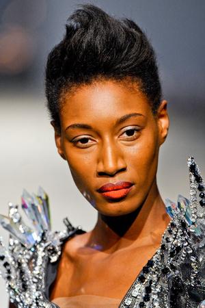 Показ On Aura Tout Vu коллекции сезона Весна-лето 2012 года Haute couture - www.elle.ru - Подиум - фото 333535