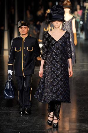 Показ Louis Vuitton коллекции сезона Осень-зима 2012-2013 года Prêt-à-porter - www.elle.ru - Подиум - фото 387455