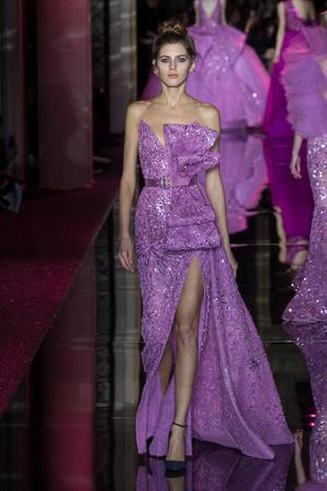 Показ Zuhair Murad коллекции сезона Весна-лето  2017 года haute couture - www.elle.ru - Подиум - фото 616734