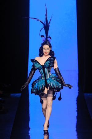 Показ Jean Paul Gaultier коллекции сезона Весна-лето 2014 года haute couture - www.elle.ru - Подиум - фото 575202
