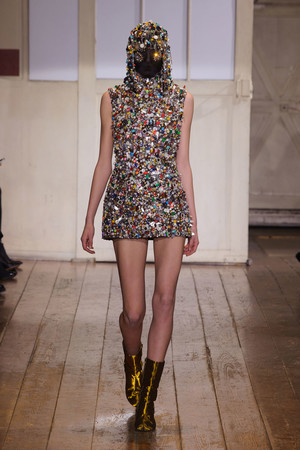 Показ Maison Martin Margiela коллекции сезона Весна-лето 2014 года haute couture - www.elle.ru - Подиум - фото 575095
