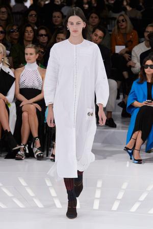 Показ Christian Dior коллекции сезона Весна-лето 2015 года prêt-à-porter - www.elle.ru - Подиум - фото 590868