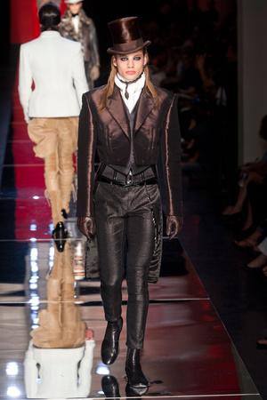 Показ Jean Paul Gaultier коллекции сезона Осень-зима 2012-2013 года Haute couture - www.elle.ru - Подиум - фото 404633