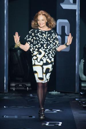 Показ Diane Von Furstenberg коллекции сезона Осень-зима 2013-2014 года prêt-à-porter - www.elle.ru - Подиум - фото 488095