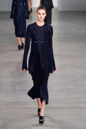 Показ Calvin Klein Collection коллекции сезона Весна-лето 2015 года Prêt-à-porter - www.elle.ru - Подиум - фото 587190