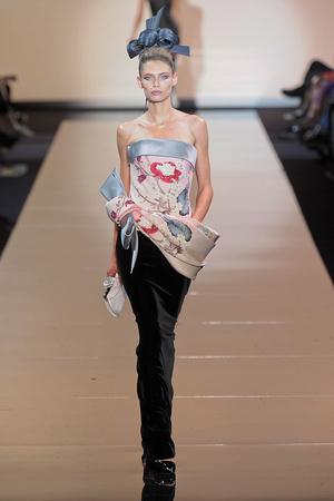 Показ Giorgio Armani Privé коллекции сезона Осень-зима 2011-2012 года haute couture - www.elle.ru - Подиум - фото 277587