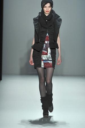 Показ Nicole Miller коллекции сезона Осень-зима 2010-2011 года prêt-à-porter - www.elle.ru - Подиум - фото 144018