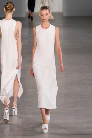 Показ Calvin Klein Collection коллекции сезона Весна-лето 2015 года Prêt-à-porter - www.elle.ru - Подиум - фото 587186