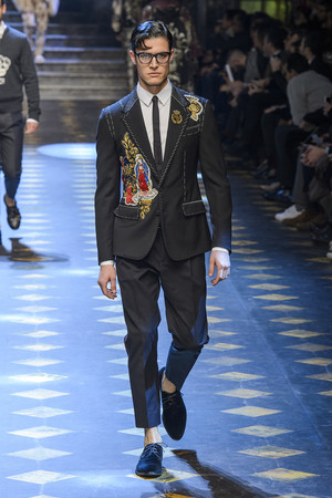 Показ Dolce & Gabbana коллекции сезона Осень-зима 2017-2018 года Men prêt-à-porter - www.elle.ru - Подиум - фото 614490