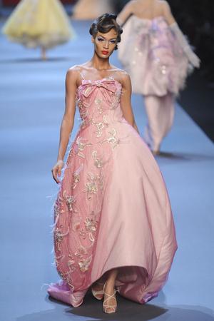 Показ Christian Dior коллекции сезона Весна-лето 2011 года haute couture - www.elle.ru - Подиум - фото 214935