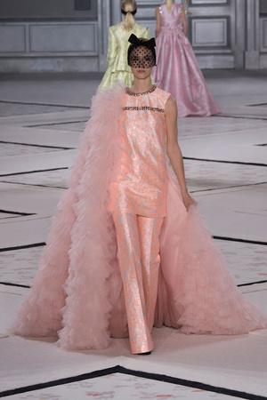 Показ Giambattista Valli коллекции сезона Весна-лето 2015 года Haute couture - www.elle.ru - Подиум - фото 592927