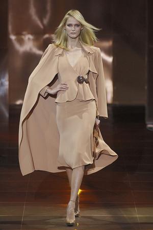 Показ Giorgio Armani Privé коллекции сезона Осень-зима 2010-2011 года haute couture - www.elle.ru - Подиум - фото 167636