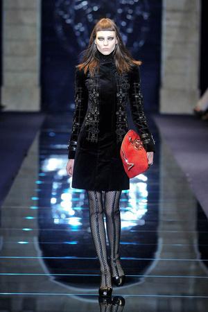 Показ Versace коллекции сезона Осень-зима 2012-2013 года Prêt-à-porter - www.elle.ru - Подиум - фото 363686