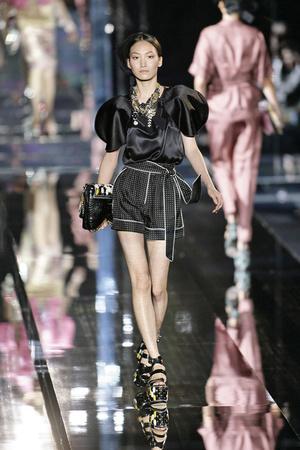 Показ Dolce & Gabbana коллекции сезона Весна-лето 2009 года Prêt-à-porter - www.elle.ru - Подиум - фото 81485