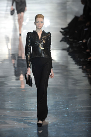 Показ Armani Prive коллекции сезона Весна-лето 2010 года Haute couture - www.elle.ru - Подиум - фото 138168