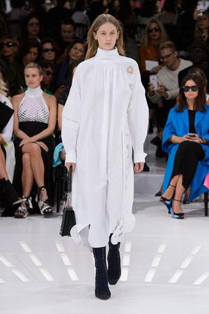 Показ Christian Dior коллекции сезона Весна-лето 2015 года prêt-à-porter - www.elle.ru - Подиум - фото 590873