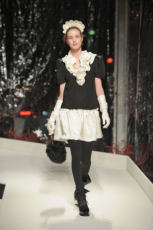 Показ Moschino Cheap & Chic коллекции сезона Осень-зима 2010-2011 года prêt-à-porter - www.elle.ru - Подиум - фото 150531