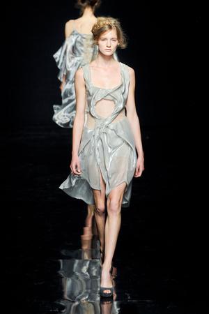 Показ Yiqing Yin коллекции сезона Осень-зима 2012-2013 года Haute couture - www.elle.ru - Подиум - фото 405049