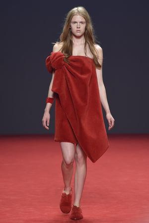 Показ Viktor & Rolf коллекции сезона Осень-зима 2014-2015 года Haute couture - www.elle.ru - Подиум - фото 585182