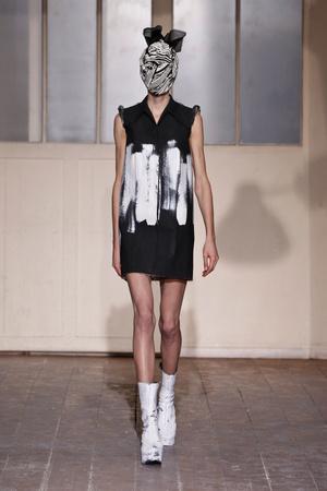 Показ Maison Martin Margiela коллекции сезона Весна-лето 2013 года haute couture - www.elle.ru - Подиум - фото 480785