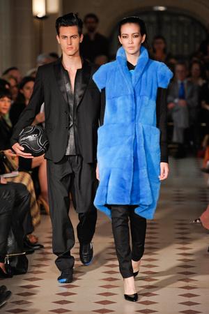 Показ Atelier Gustavo Lins коллекции сезона Осень-зима 2012-2013 года haute couture - www.elle.ru - Подиум - фото 404118
